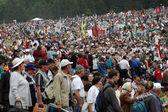 Multidões de peregrinos húngaras se reúnem para celebrar o pentecostes — Foto Stock