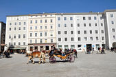 Horse driven carriage with tourists in Salzburg, Austria — Stock Photo