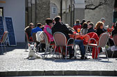 Tourists relaxing in the historical center of Salzburg — Stock Photo