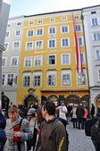 Skupina turistů v salzburgu, rakousko — Stock fotografie