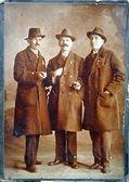 Påsk vintage vykort, män håller ägg i deras händer — Stockfoto