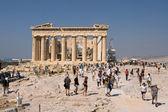 Tourists visiting the Parthenon — Stock Photo