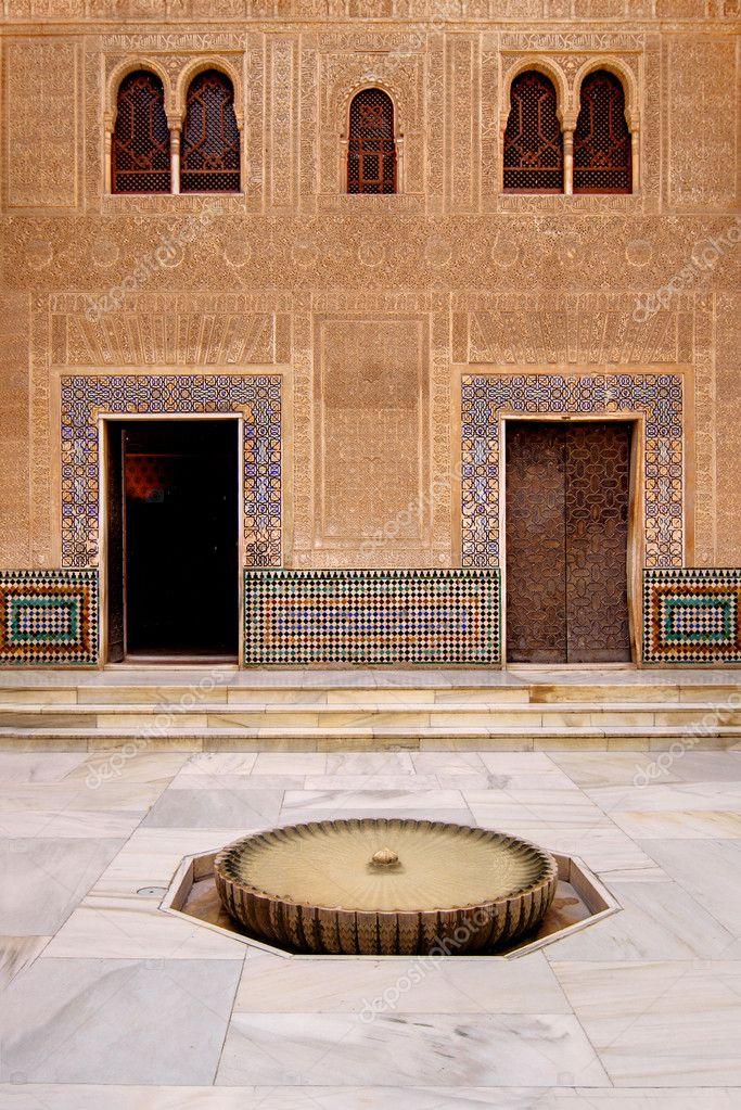 Court of the Golden Room (Patio del Cuarto Dorado) in La Alhambra, Granada, Spain. — Stock Photo #8337842