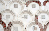 Old white wall with many archs — Stock Photo