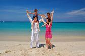 Family beach vacation, summer — Stock Photo