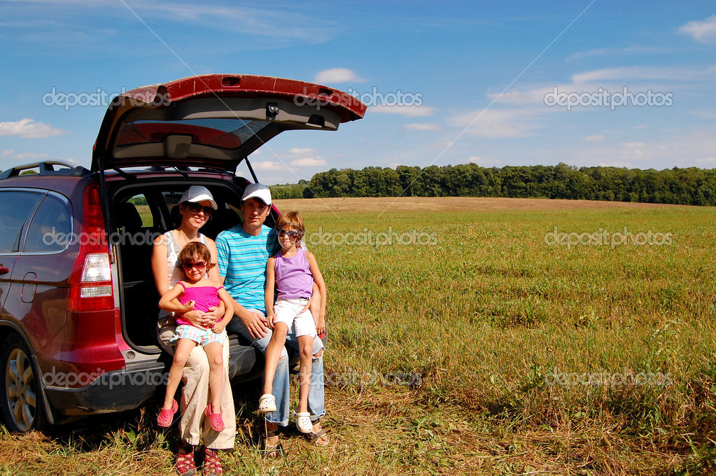 Happy smiling parents with kids near car. Family fun on summer vacation — Stock Photo #8968159