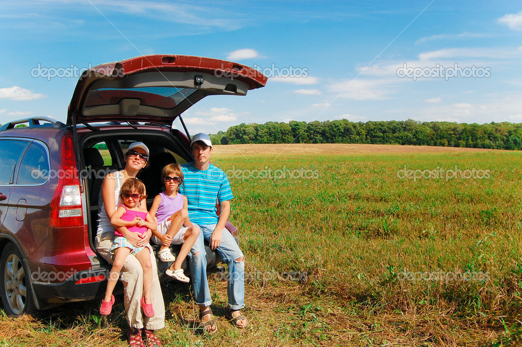 Happy smiling parents with kids near car. Family fun on summer vacation — Stock Photo #8968197