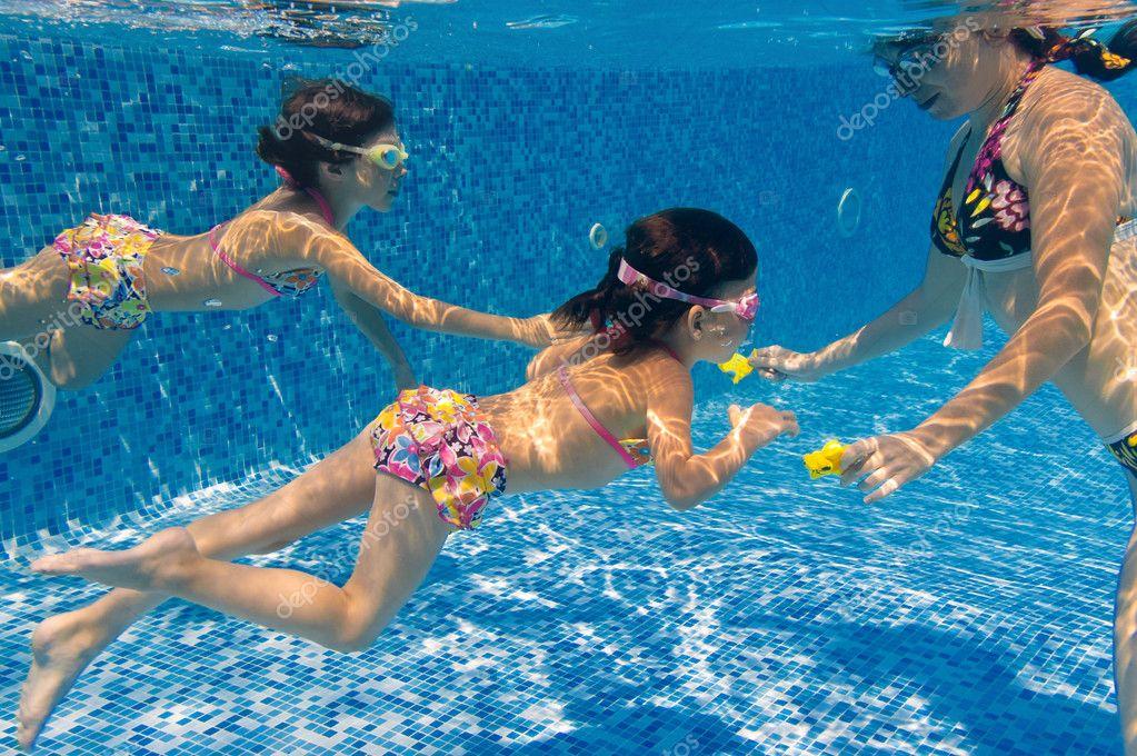 Нудисты в бассейне фото 83