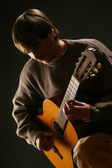 Guitarist. Man playing acoustic guitar — Stock Photo