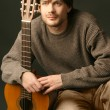 Portrait of guitarist with guitar — Stock Photo