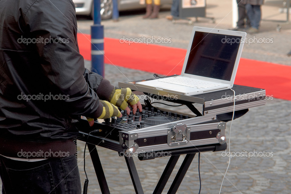Dj playing disco house progressive electro music in a street party — Stock Photo #10249304