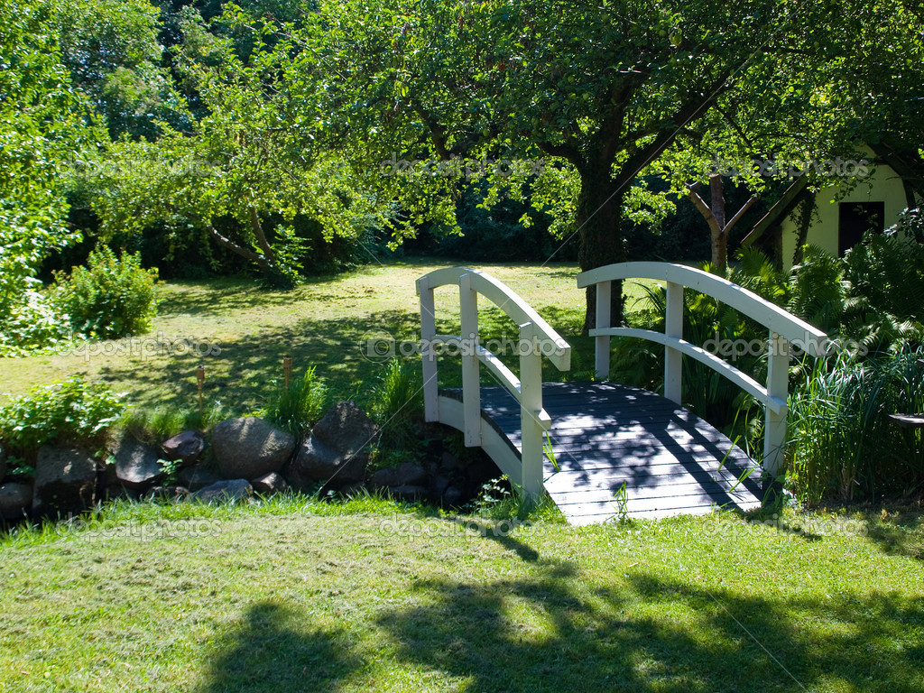 petit pont de bois pour jardin. Black Bedroom Furniture Sets. Home Design Ideas