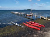 Sea kayaks on the beach wide angle view — Foto Stock