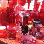 ������, ������: Red glass item in flea market