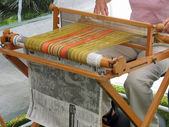 Weaving lamb wool with a traditional loom — Photo