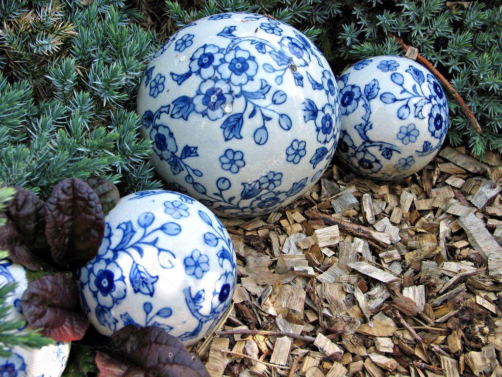 Boules d coratives en porcelaine photographie ronyzmbow for Boules decoratives jardin
