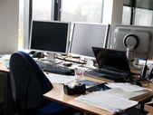 Computer moderni in esso ufficio corporativo — Foto Stock