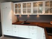 Moderne klassieke design houten keuken — Stockfoto