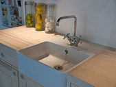 Details of modern classical kitchen sink with tap faucet — 图库照片