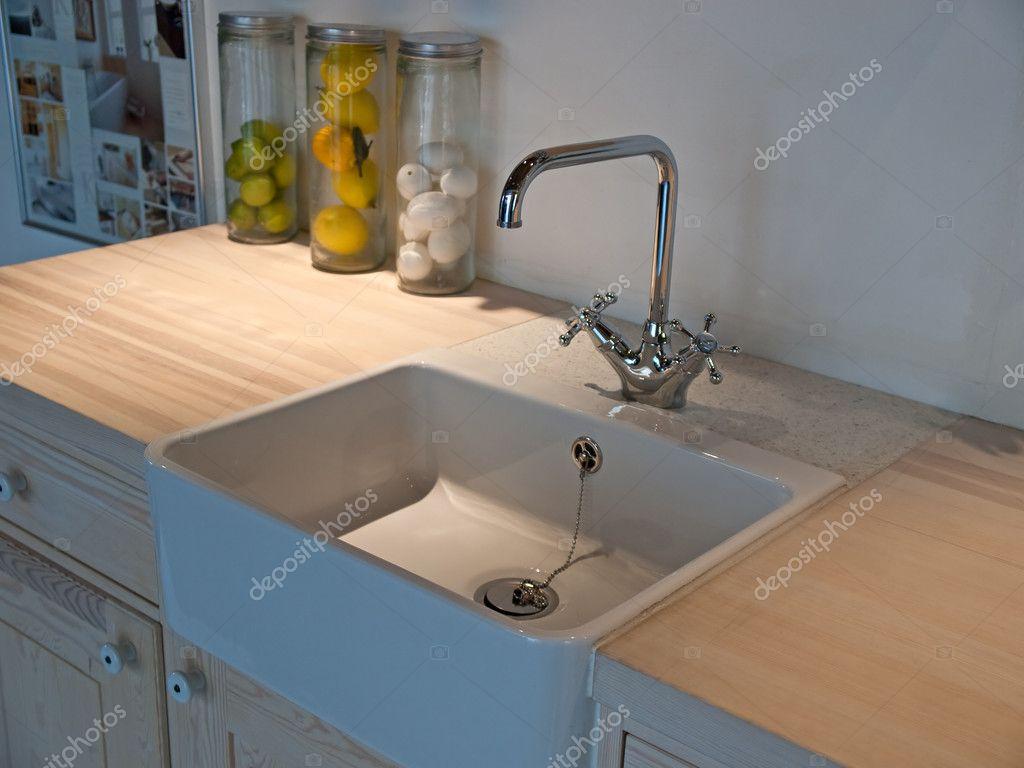 Detaljer för moderna klassiska kök sink med tryck kran ...