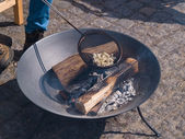 Fire pit with burning logs making popcorn — Stock Photo