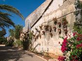 典型墙花盆花盆托斯卡纳意大利风格 — 图库照片