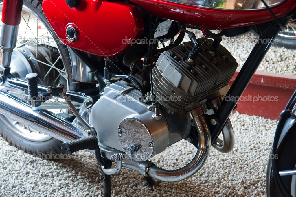 Close details of a famous classical traditional 70s Japanese motorcycle engine — Stock Photo #9122225