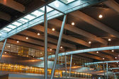Moderne internationale flughafen-terminal — Stockfoto