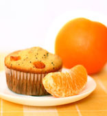 Cupcake and orange — Stock Photo
