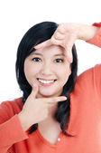Рамка рисунка показаны привлекательная женщина с ее пальцами — Стоковое фото