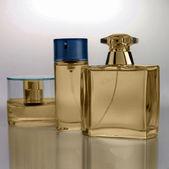 Bouteilles de parfum or — Photo