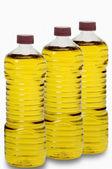 Liebe mit oliven und eine flasche olivenöl isoliert auf weiss — Stockfoto