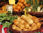 Traditional polish oscypek cheese on market in Krakow — Stock Photo
