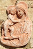 Madonna with child - tuscan terracotta decor — Stock Photo