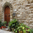 Idyllic entrance to the tuscan house — Stok fotoğraf