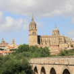 Old roman bridge with a view of Salamanca — Stock Photo