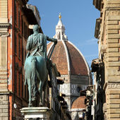 The Basilica di Santa Maria del Fiore with dome of Brunelleschi — Stock Photo