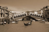 VENICE - MAY 17: Gondola at Rialto Bridge on May 17, 2010 in Venice, Italy. — Stock Photo
