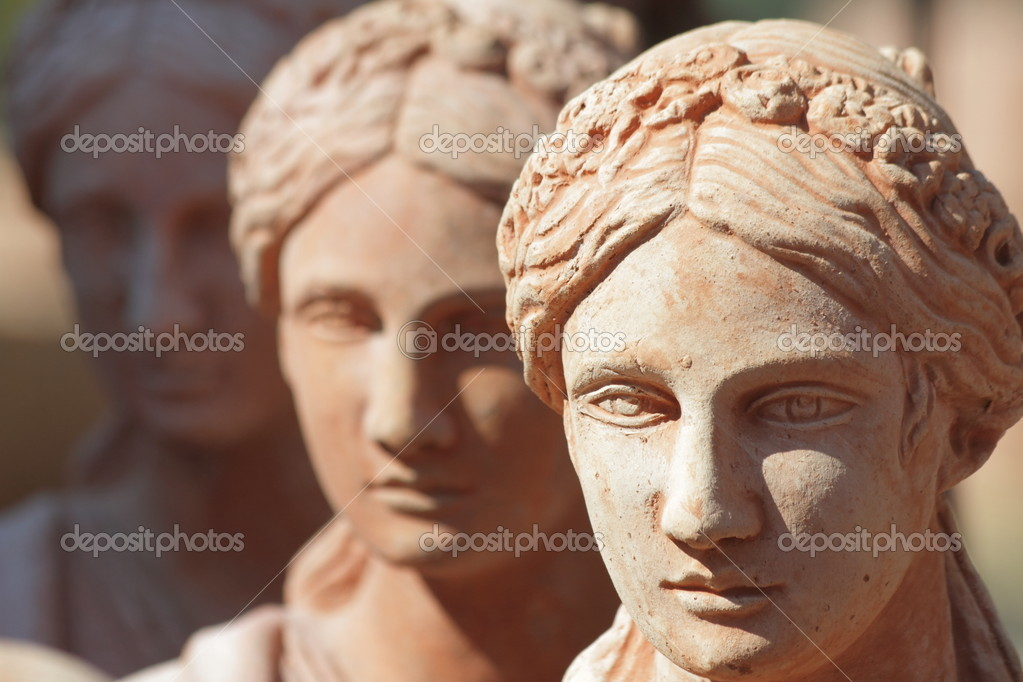 Traditional tuscan earthenware garden sculptures closeup  — Stock Photo #8517982
