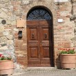 Entrance to the tuscan house — Stock Photo