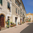 Foto Stock: Street in italiold village Montescudaio