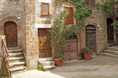 Italian yard in tuscan village — Stockfoto