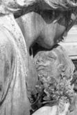 Child in mother's arms - cemetery statue — Stock Photo