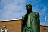 Donald Dewar statue in front of the Royal Concert Hall in Glasgow, Scotland — Stock Photo