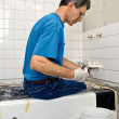 Man Tiling A Bathroom Wall - Foto Stock