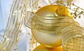 Macro de ornamento de natal dourado — Foto Stock