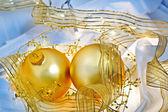 Enfeites de natal azul e ouro ainda vida — Foto Stock