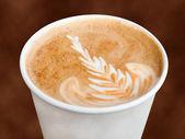Na wynos cappuccino — Zdjęcie stockowe