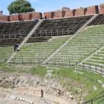 Antique amphitheater Teatro Greco, Taormina — Stock Photo #8979320