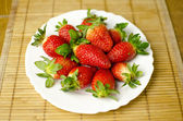 Strawberries on a plate — Stockfoto